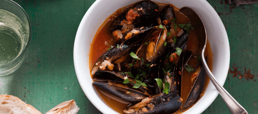 Mussels in spicy tomato broth