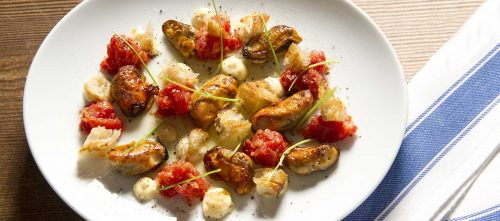 Fried mussels with tomatoes, horseradish and cilantro